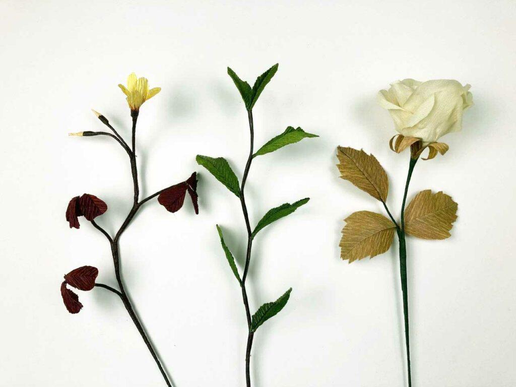 Crepepapirblomster floratape eller crepepapirstrimmel på stilk